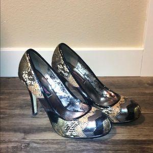 Dollhouse Size 8 Tan/Black/Gold Design High Heels